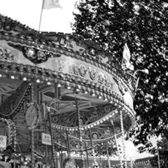 写真:Carousel near the River Thames